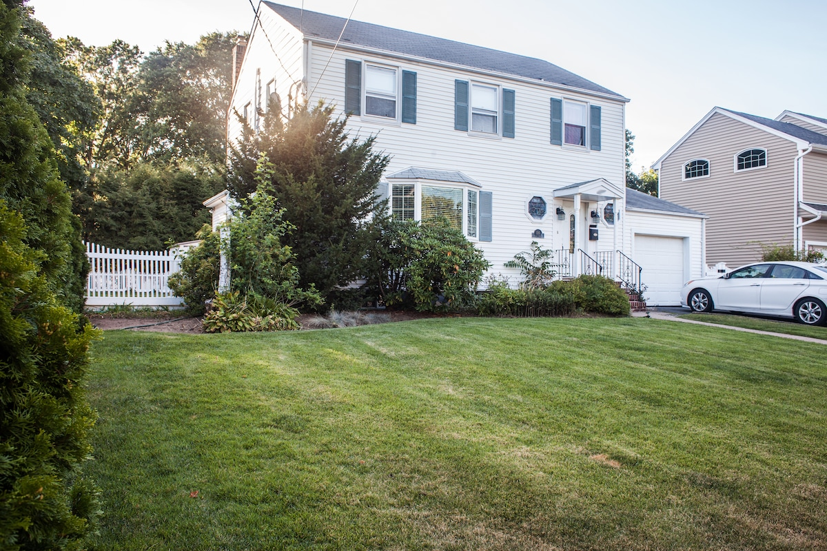 White Picket Fence (4bd/2bth) by NY