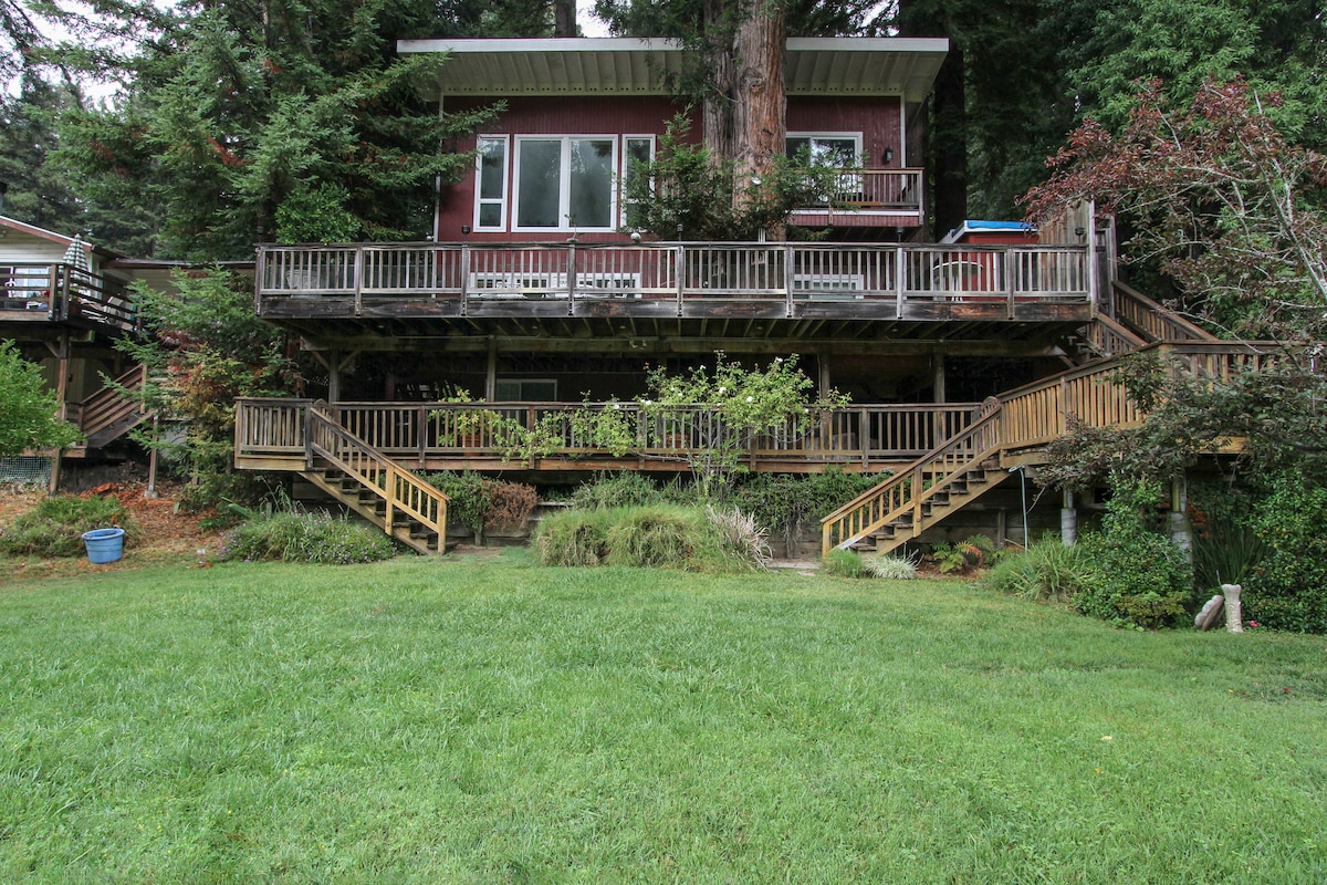 Riverfront Chalet!  Your vacation home on the river, next to Northwoods Golf Club!