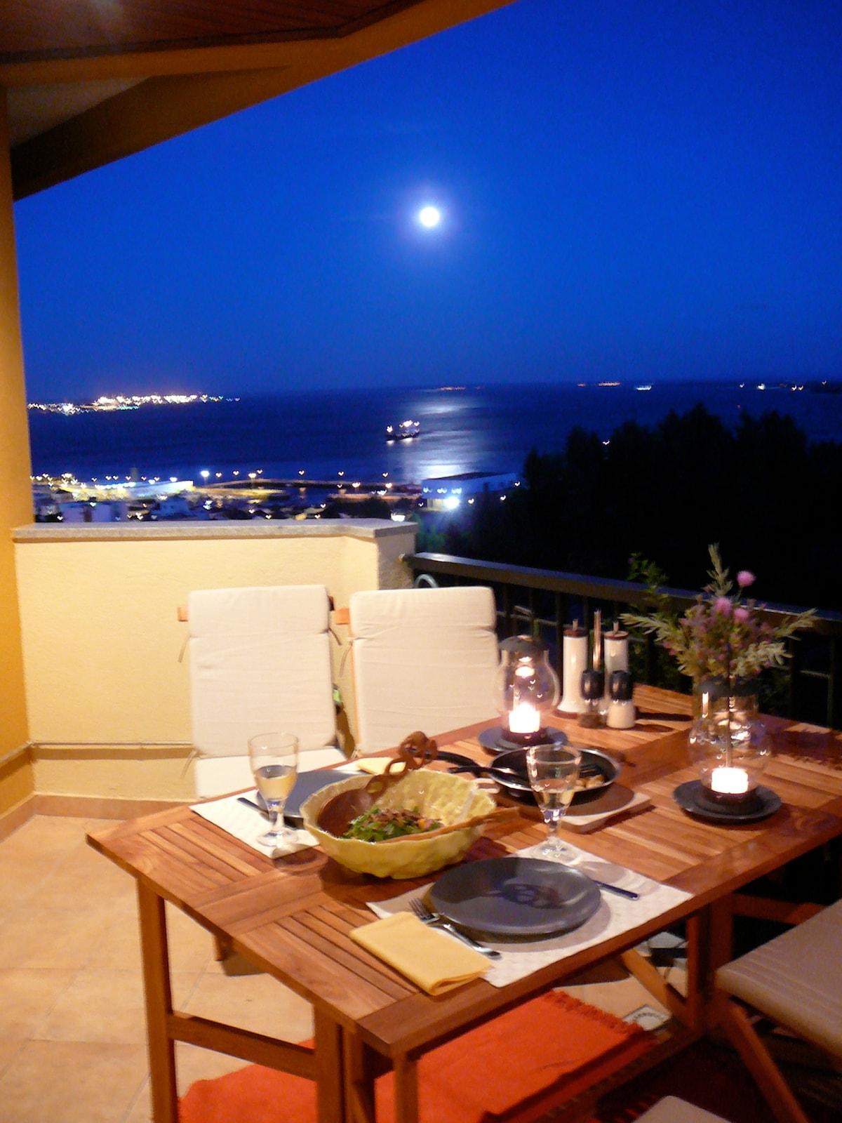A moonlight dinner on the balcony