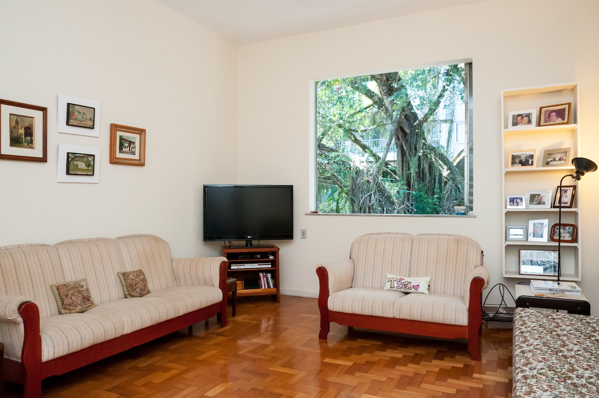 Independent, spacious, near Lagoa
