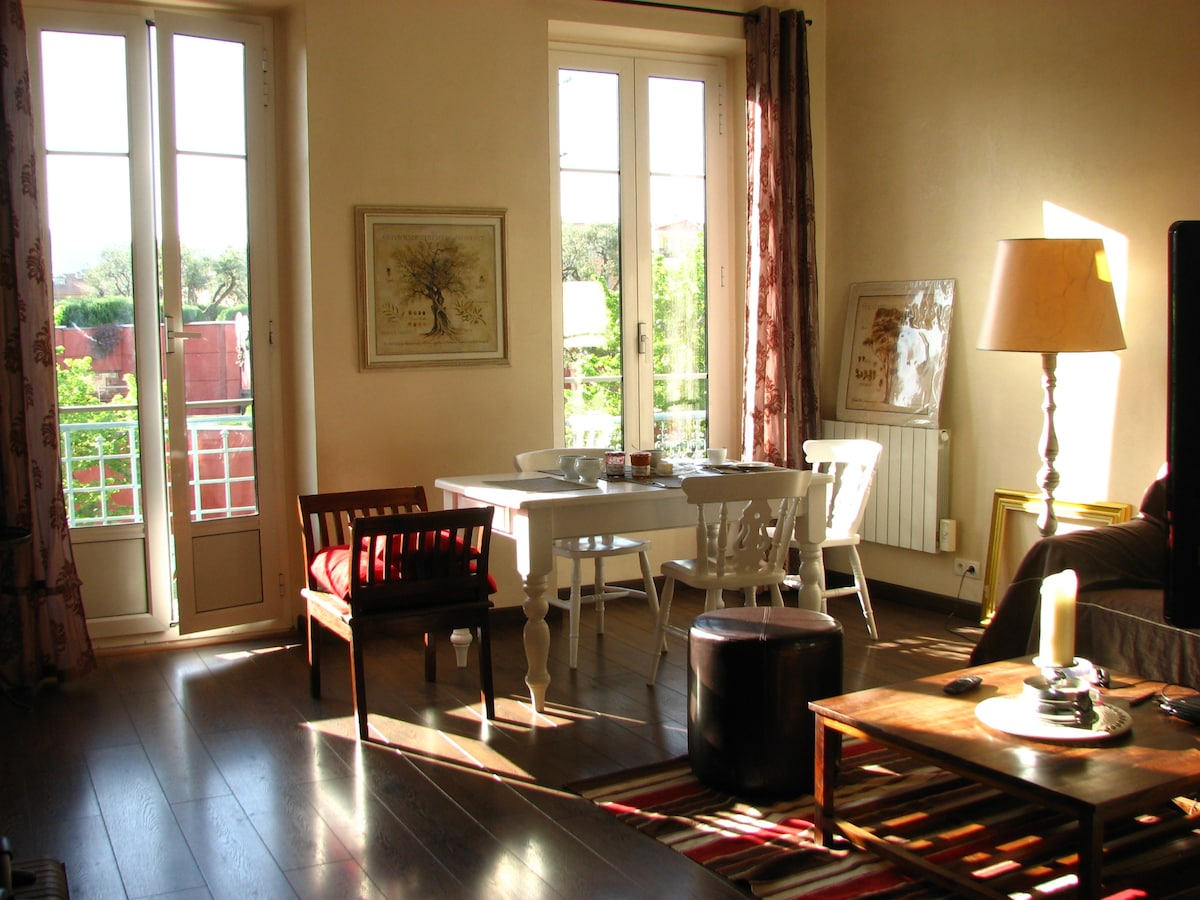 living room where breakfast is served