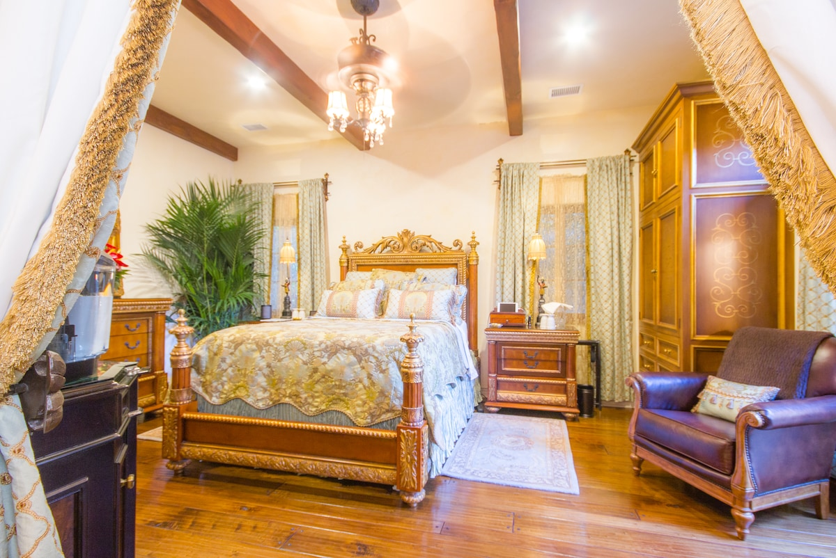 Relax in Luxury Italian Baroque Grandeur suite