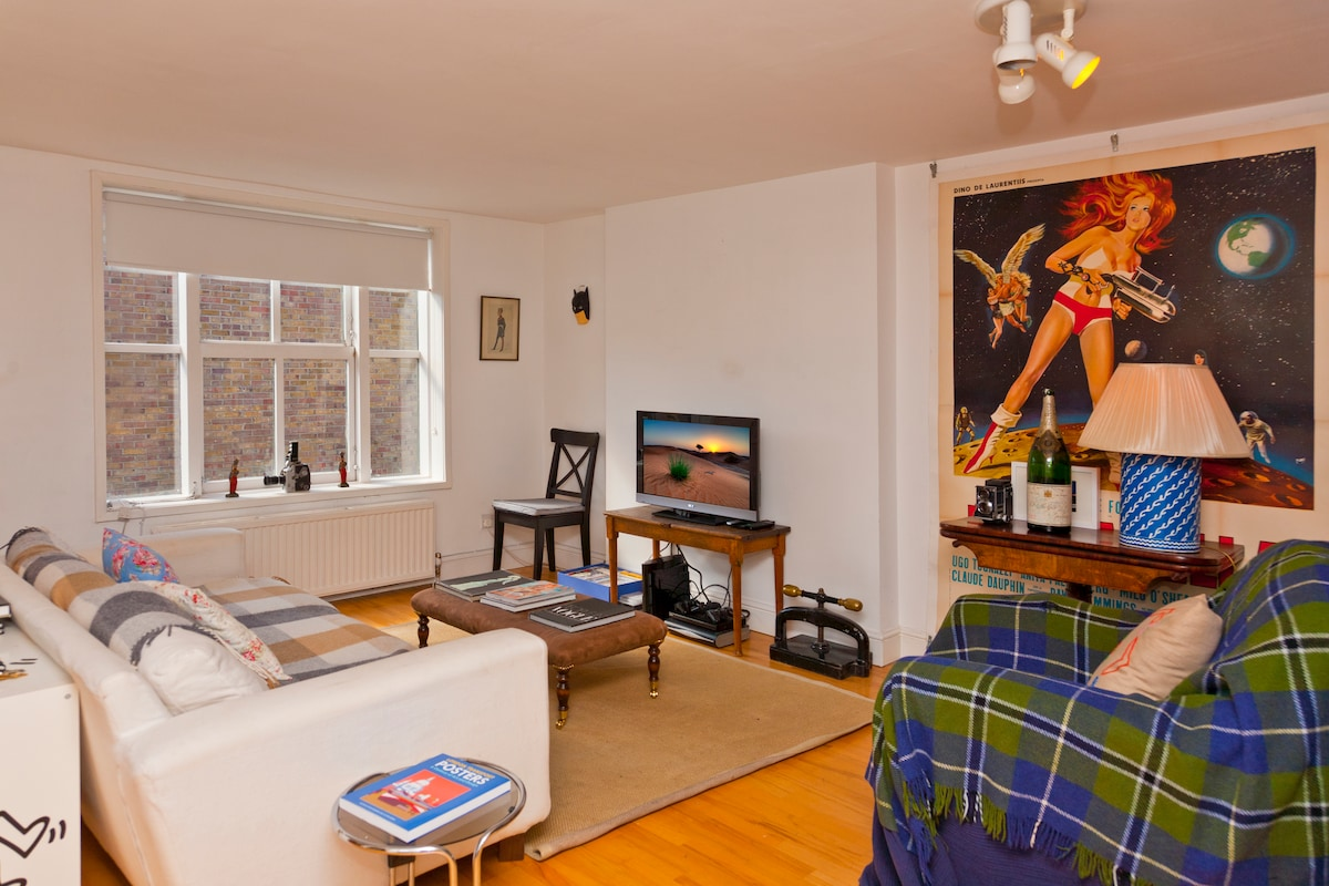 Living area - spacious and well decorated by an art lover!