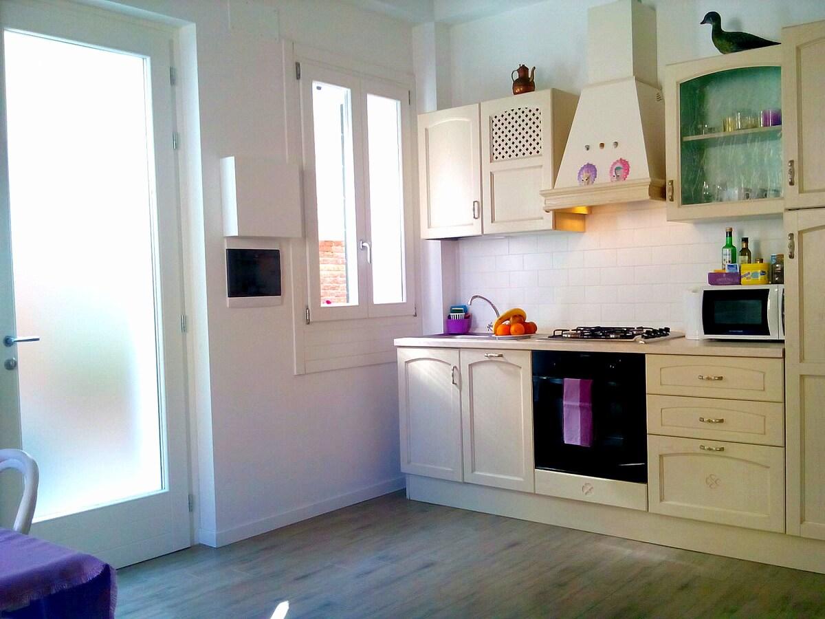 Ingresso privato e cucina