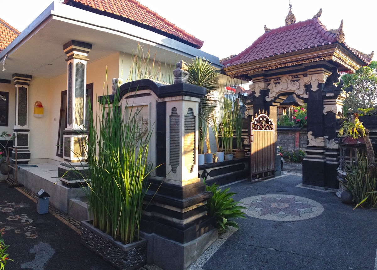 TRADITIONAL BALINESE TEMPLE HOME