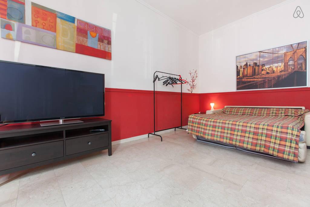 Huge colorful room Città studi area