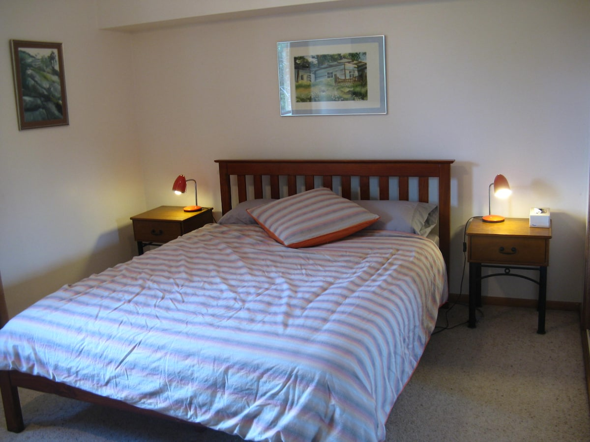 Queen size bed, large built in wardrobes, ceiling fan and A/C.