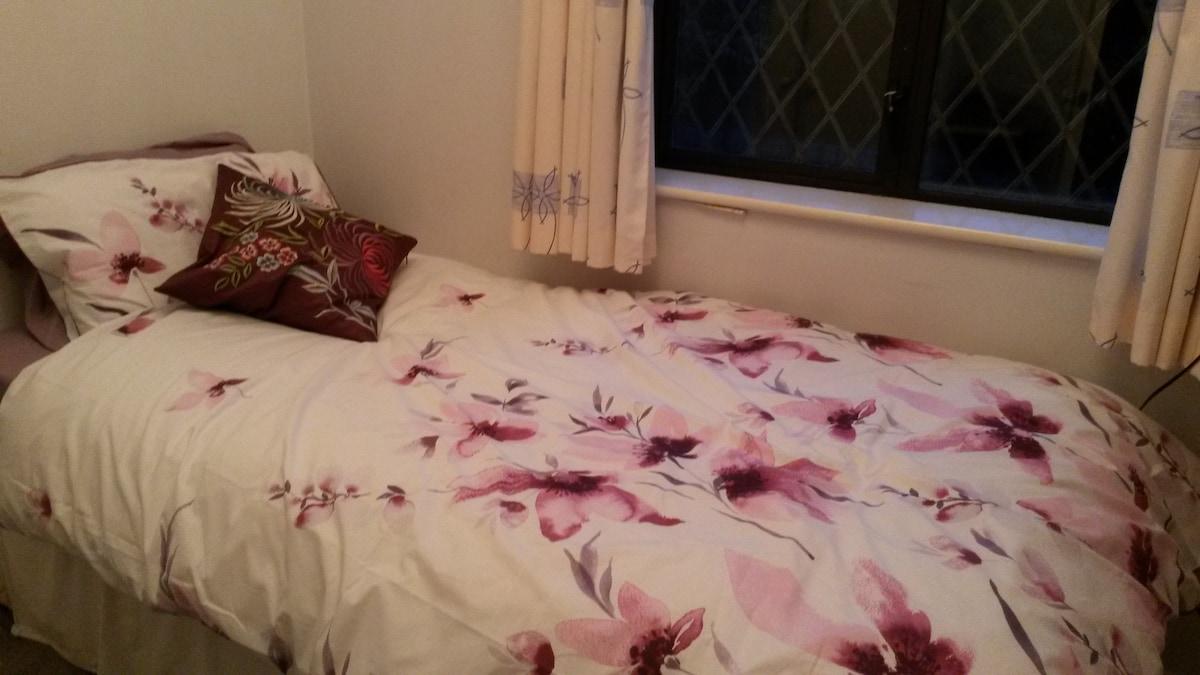 Single room in lovely home