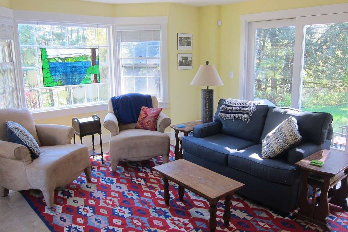 Charming 2BD, 1 mile from Dartmouth