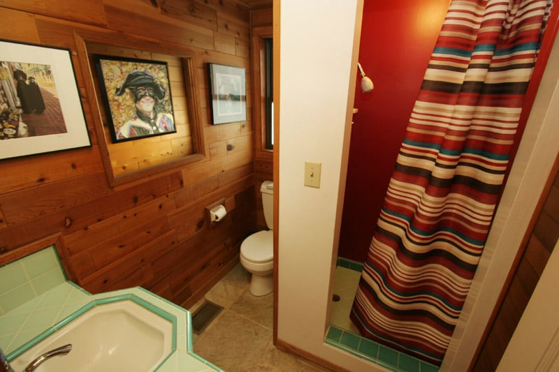 3/4 guest bathroom with shower