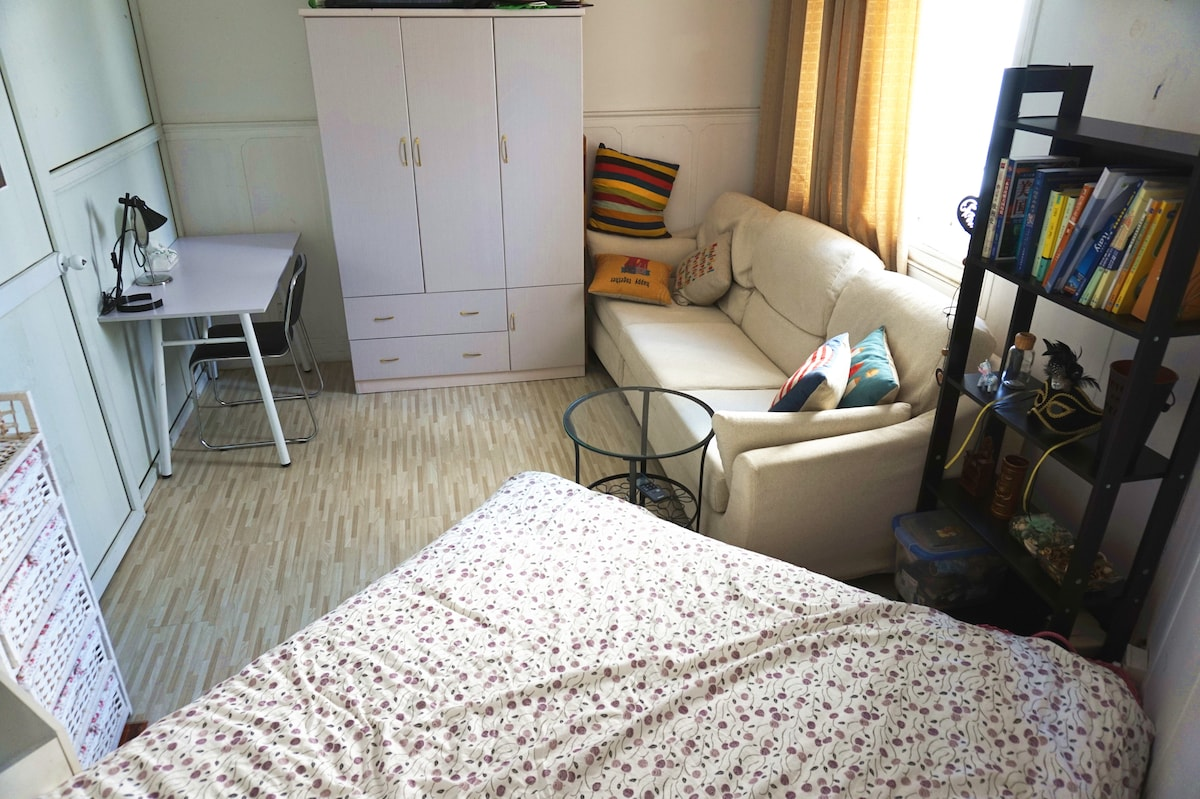 COUCH in 2BR Apt in the heart of SH