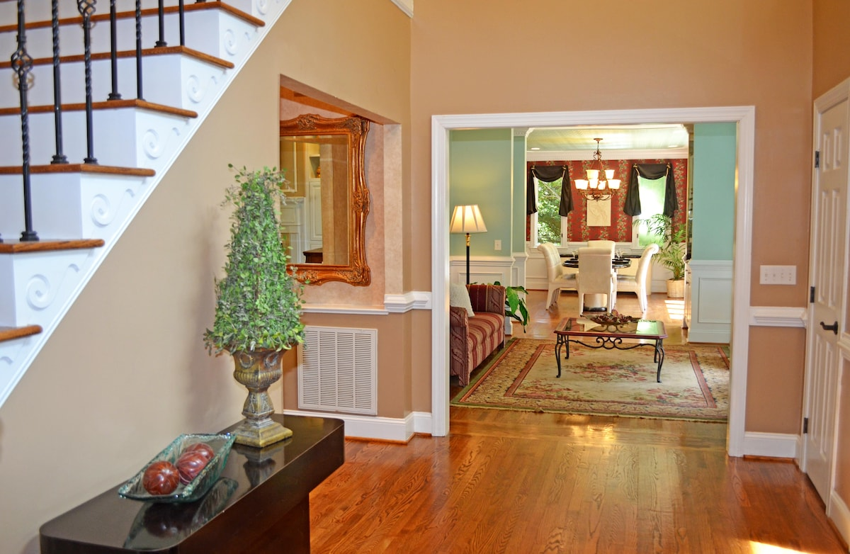 5 BED LUXURY! Golf Course Community
