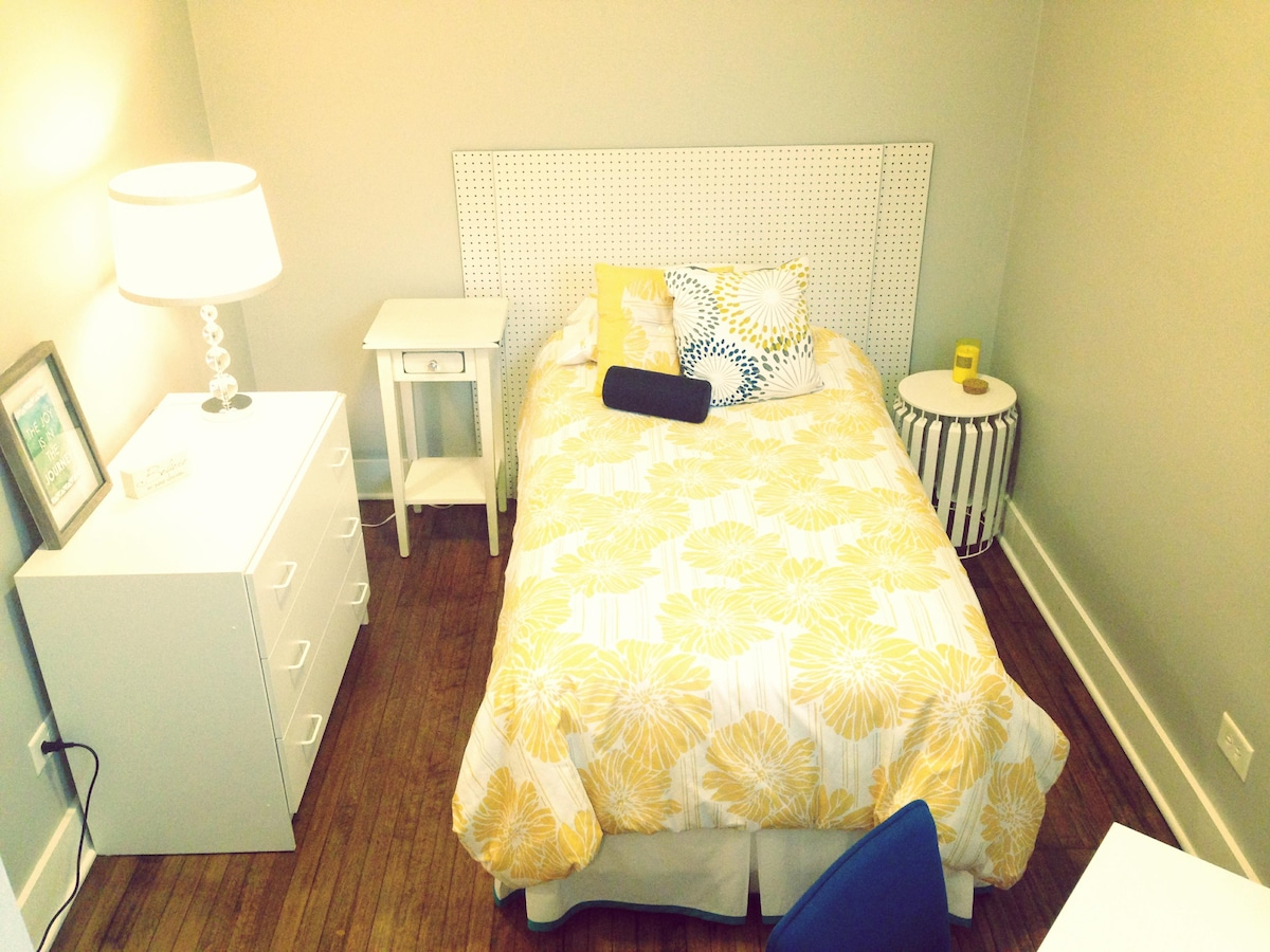 Cozy Private room! Irving Park!