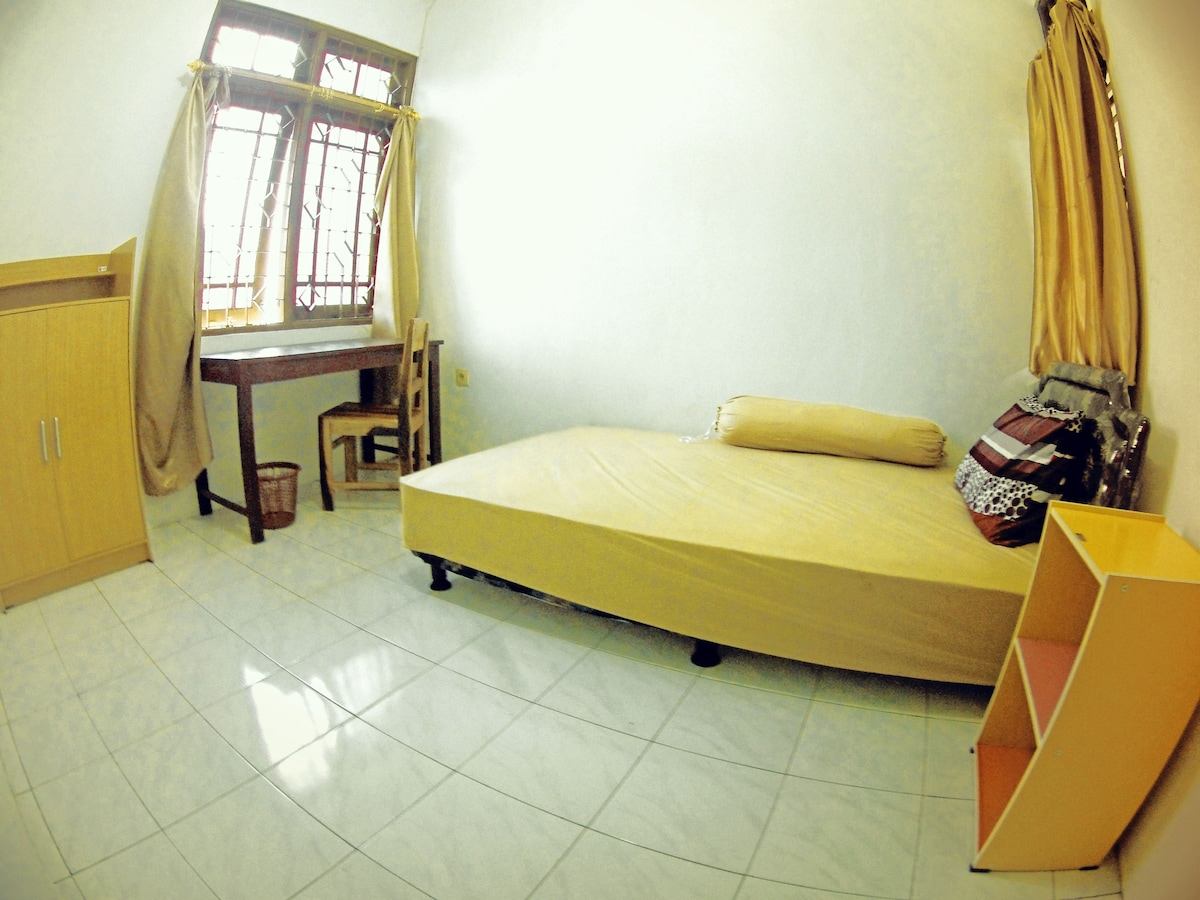 Dtradisi house room with AC