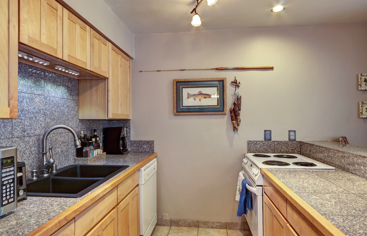 Fully equipped kitchen with condiments, lots of pots and pans...all you could want
