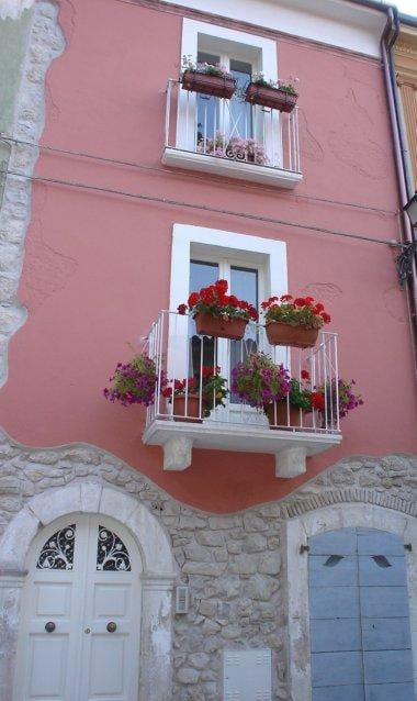 La Casa Eva. An Italian Stone House