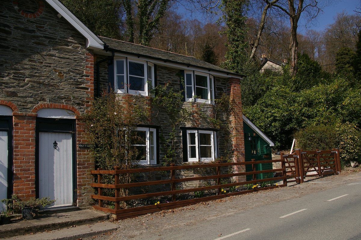 Dan Y Coed Holiday Cottage. Nestling into the hillside, this is a 200 year old grade 2 listed property.
