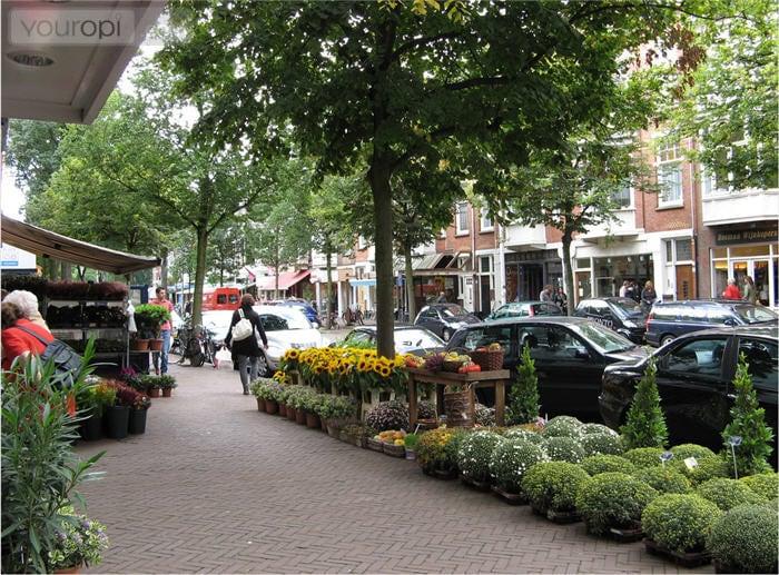Charming flat in shopping street