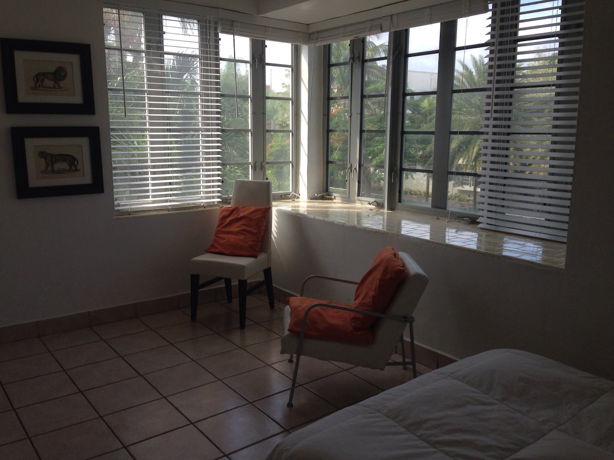 Private Bright room full of light and panoramic windows