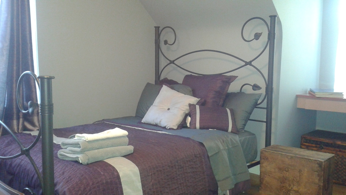 Cozy Bedroom near O`Hare Airport