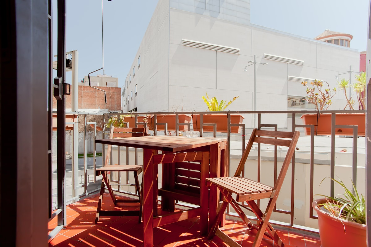 Sunny & central Eixample w/ terrace