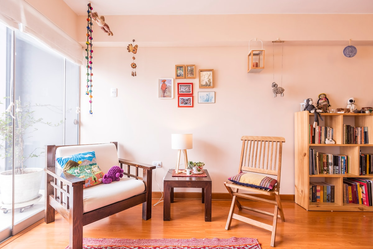 A bright, spacious and heartily decorated apartment in Miraflores