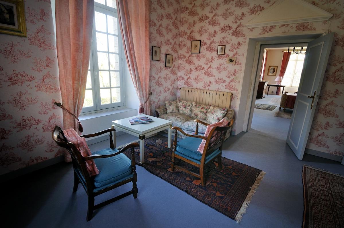 le salon privatif de la suite roses trémières