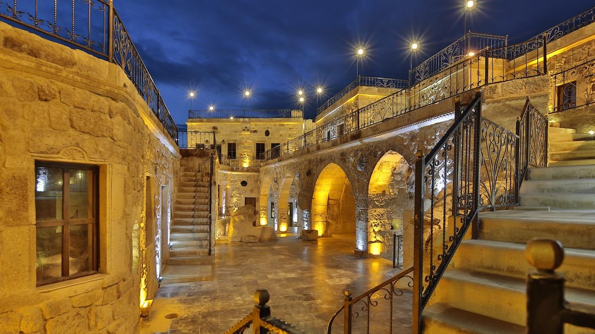 Golden Cave Suites Hotel