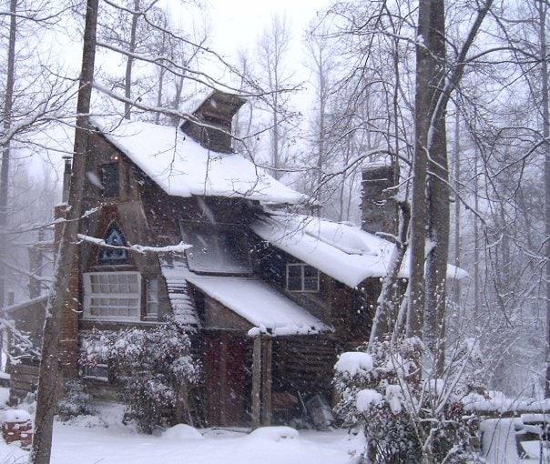 Log Cabin w/ Music Stage & RV spots