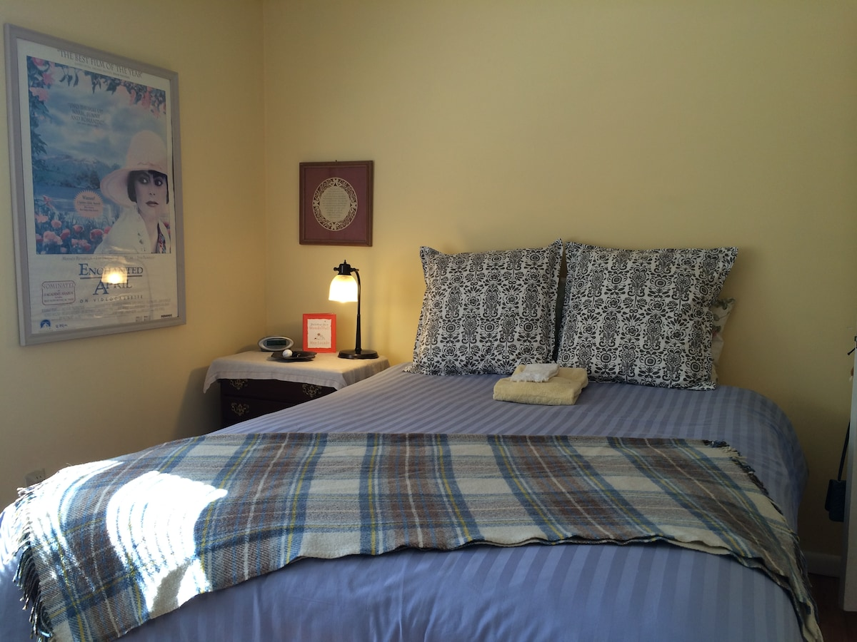 Comfortable Room in NY Suburb