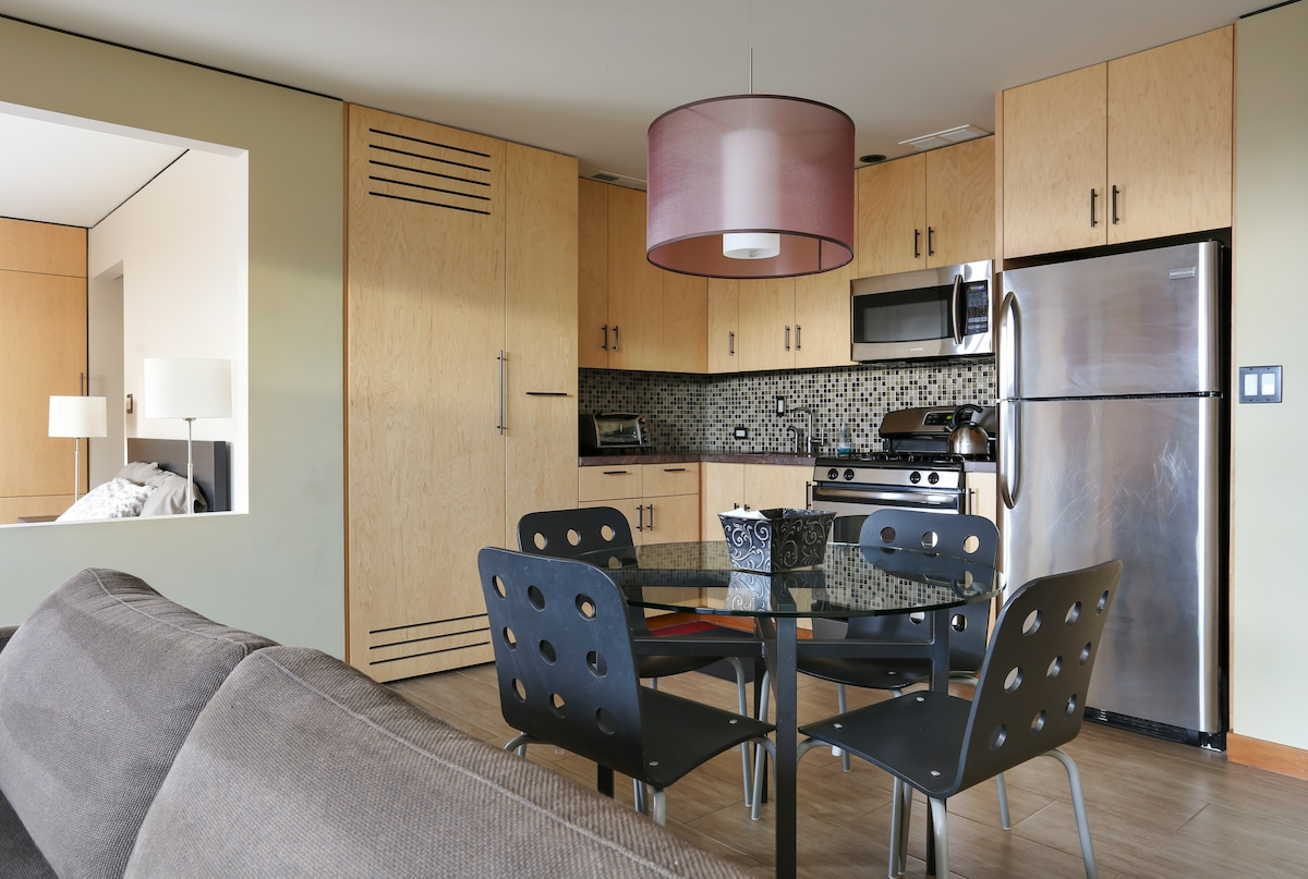 Fully equipped studio apartment with full kitchen.