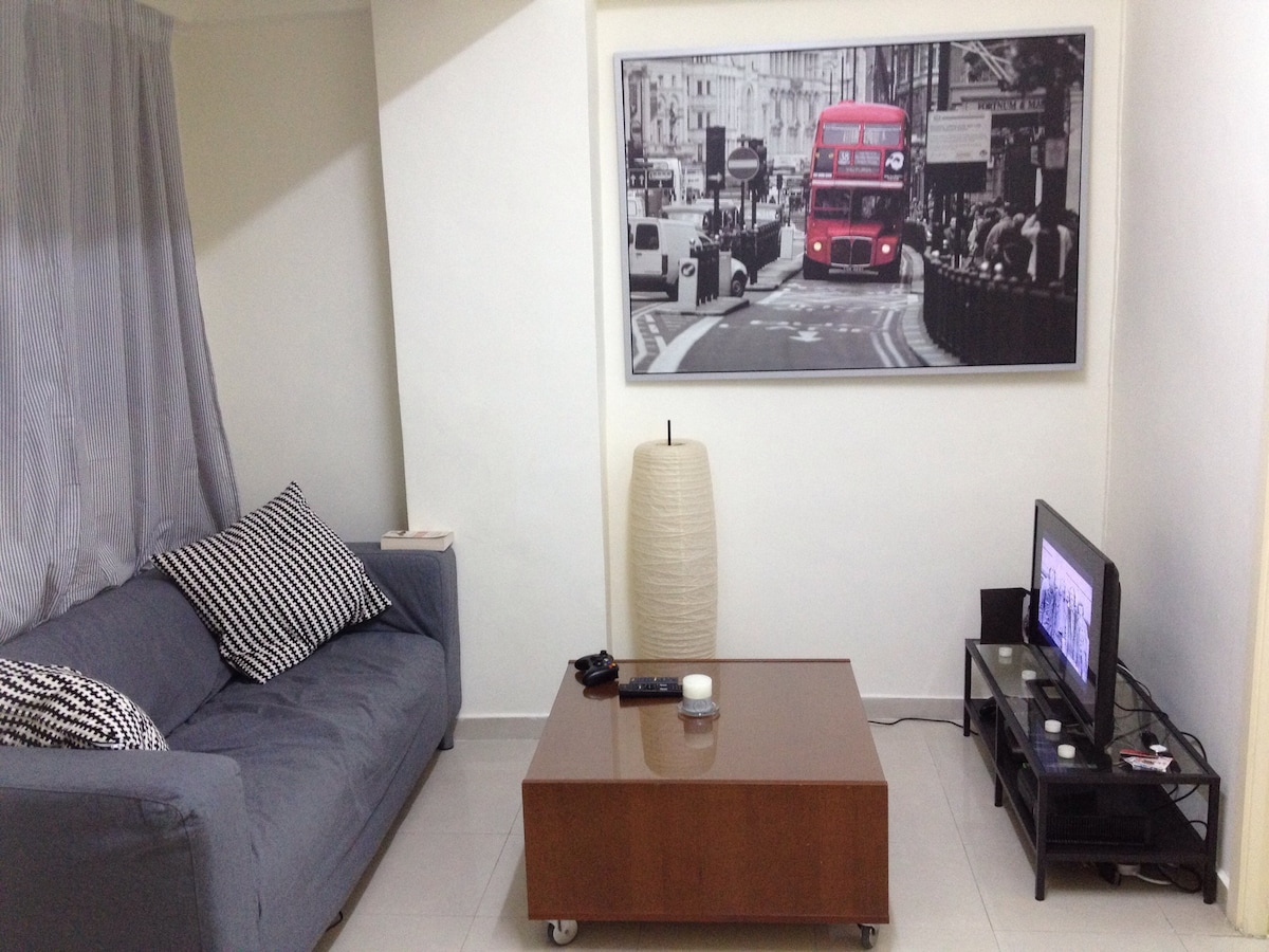 Two bed flat minutes from Central