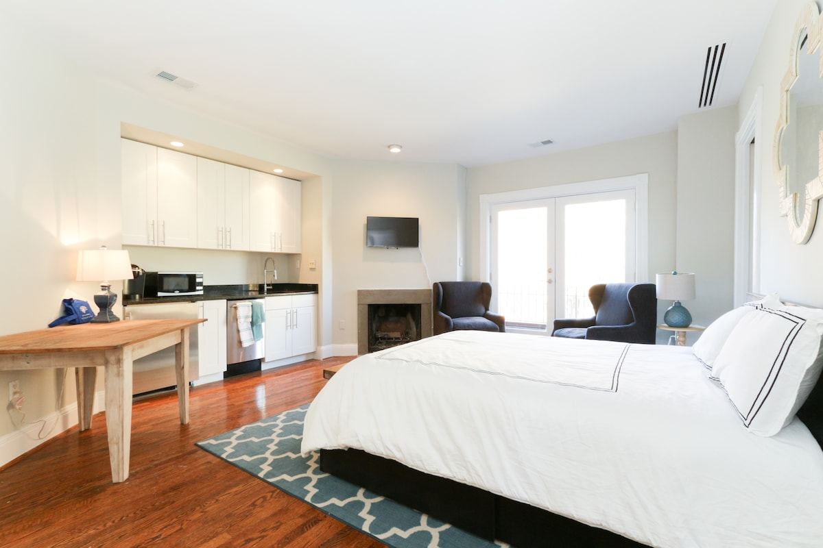 Historic Row House Suite