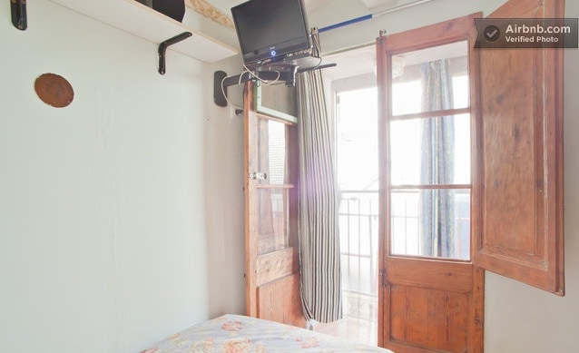 Single room in center of BCN (4)