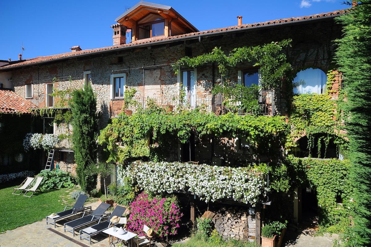 A wonderful Barolo land Country home