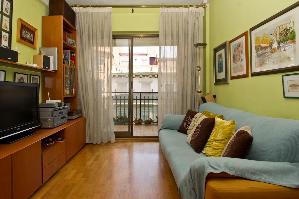 Nice quiet room close to S. Familia