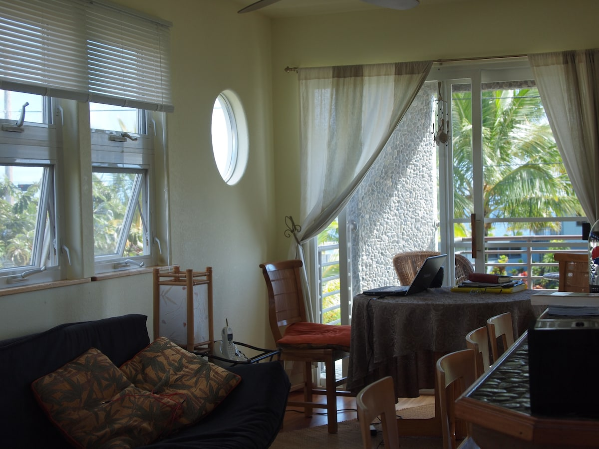 dining  inside or out, lovely to have options, 180 degree ocean vistas from lanai