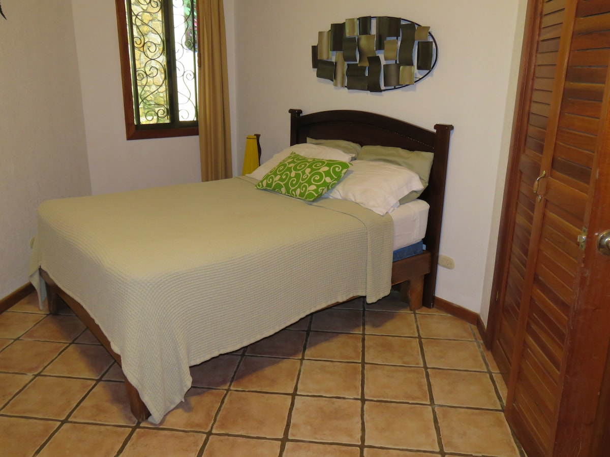 3rd bedroom. Also has single bed, A/C