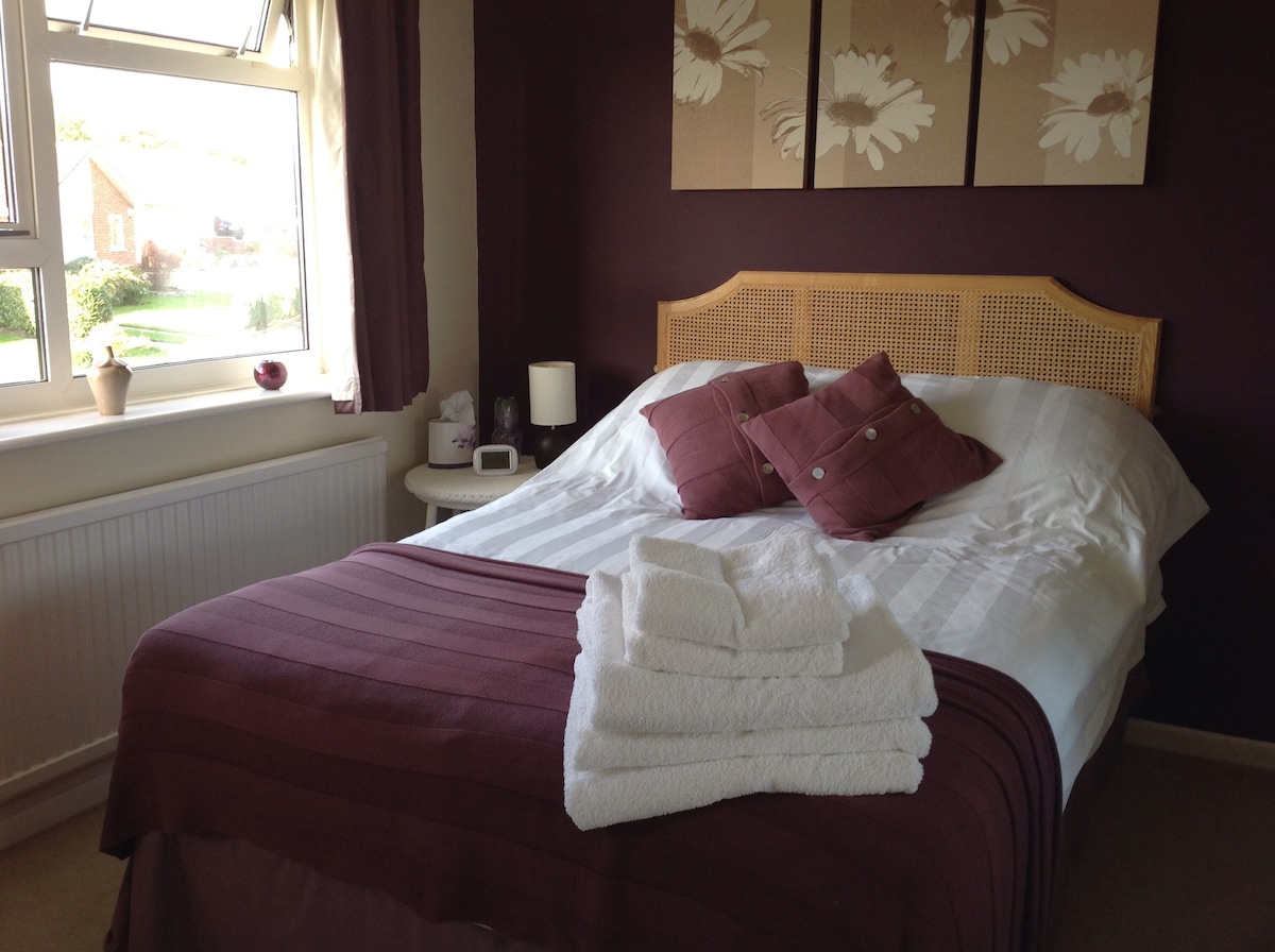 Quiet residential, close to Poole