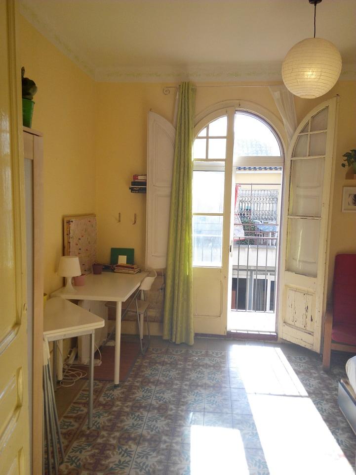Cheap centric sunny Modernist flat