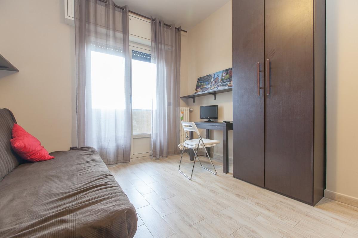 Navigli : Room + Private Kitchen