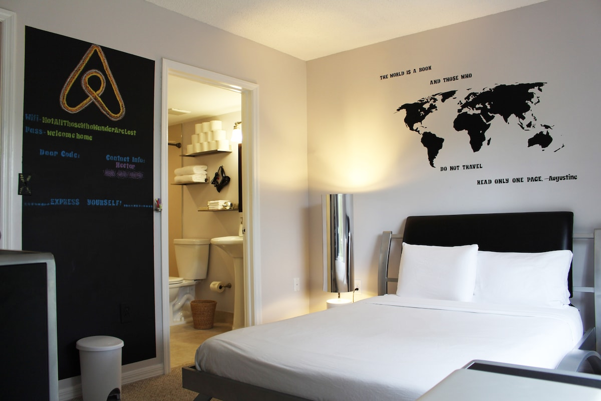 Modern Ensuite Bedroom -Airport!