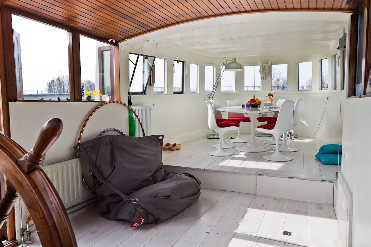 Houseboat Amstel river next to park