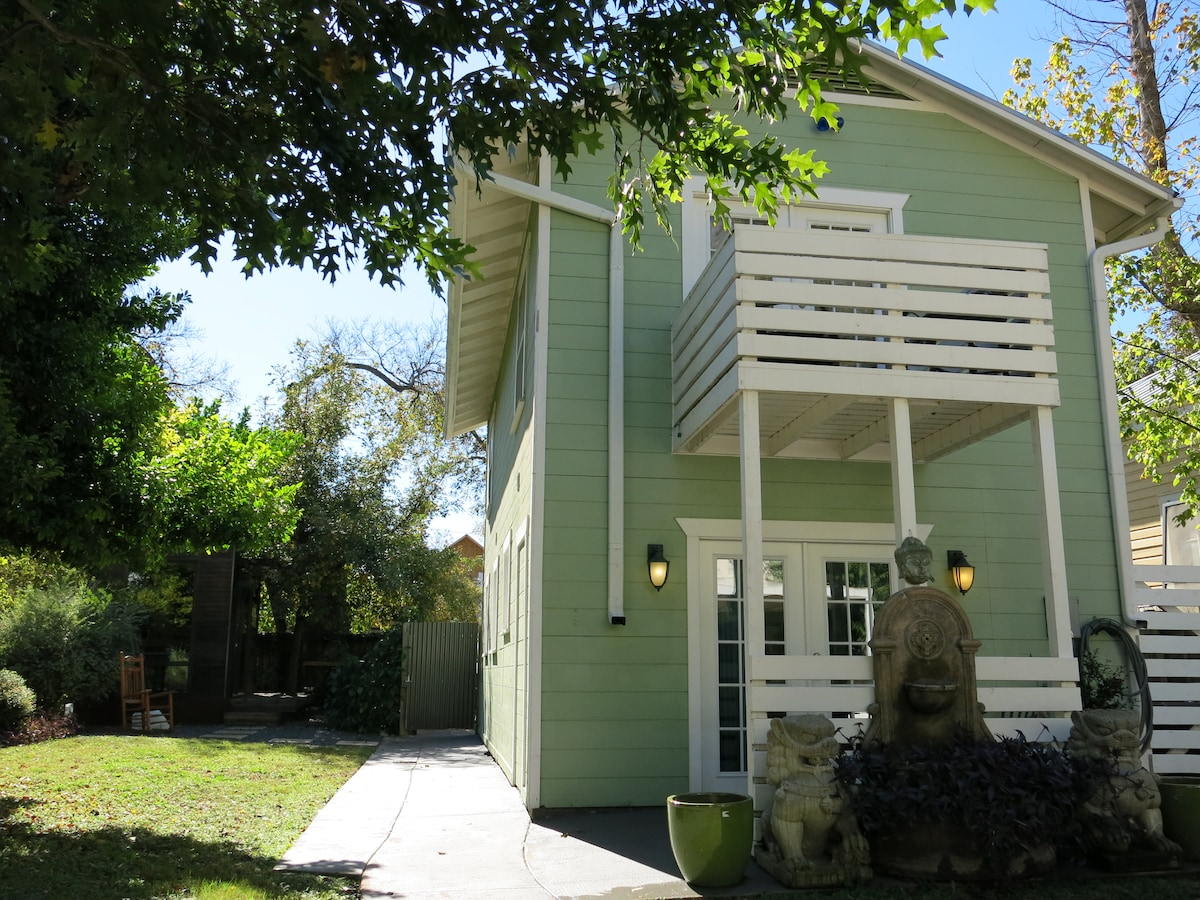 Private Guest House - Walk Downtown