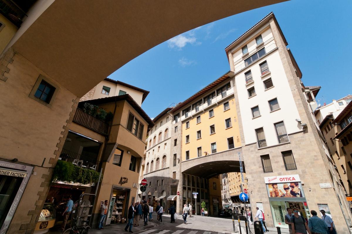 Just 1 minute far the wonderful Ponte Vecchio