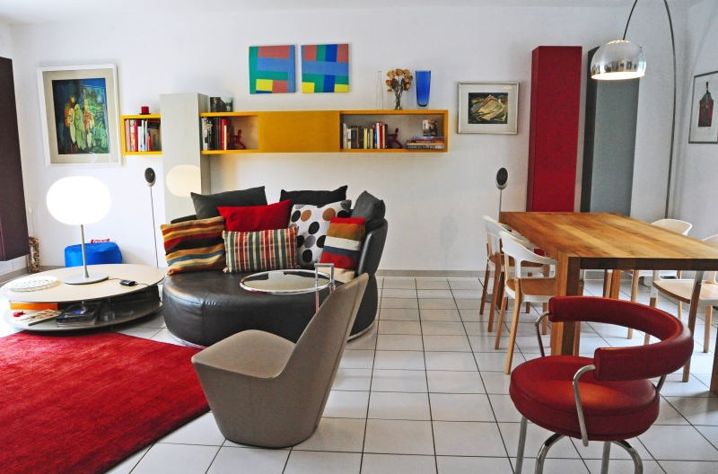 Recently renovated (with bio products) & fully furnished in high standard contemporary design.