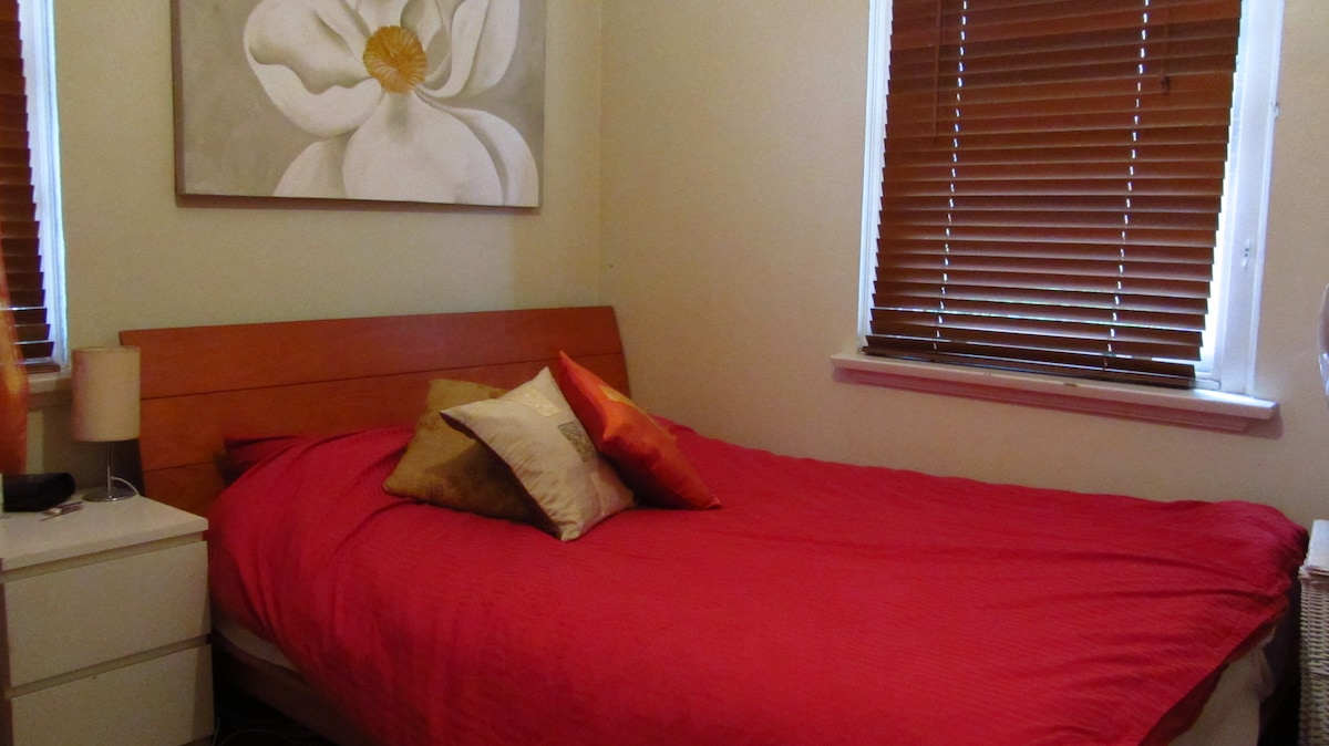 Large, Bright 1-Bed Apt near Park