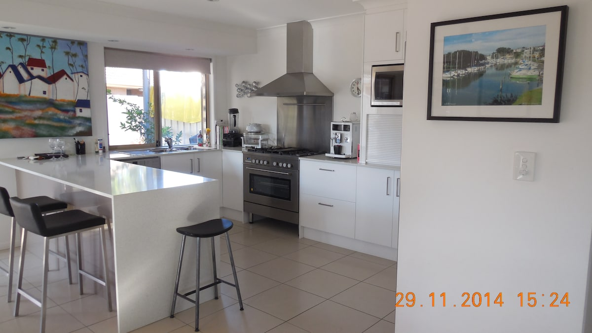 Quiet home near Surfer Paradise