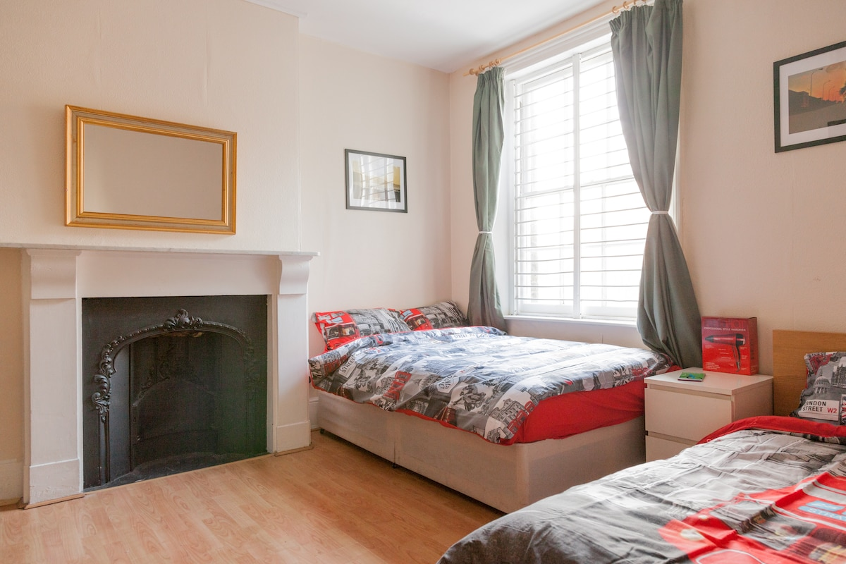 Large  room near central London (4)