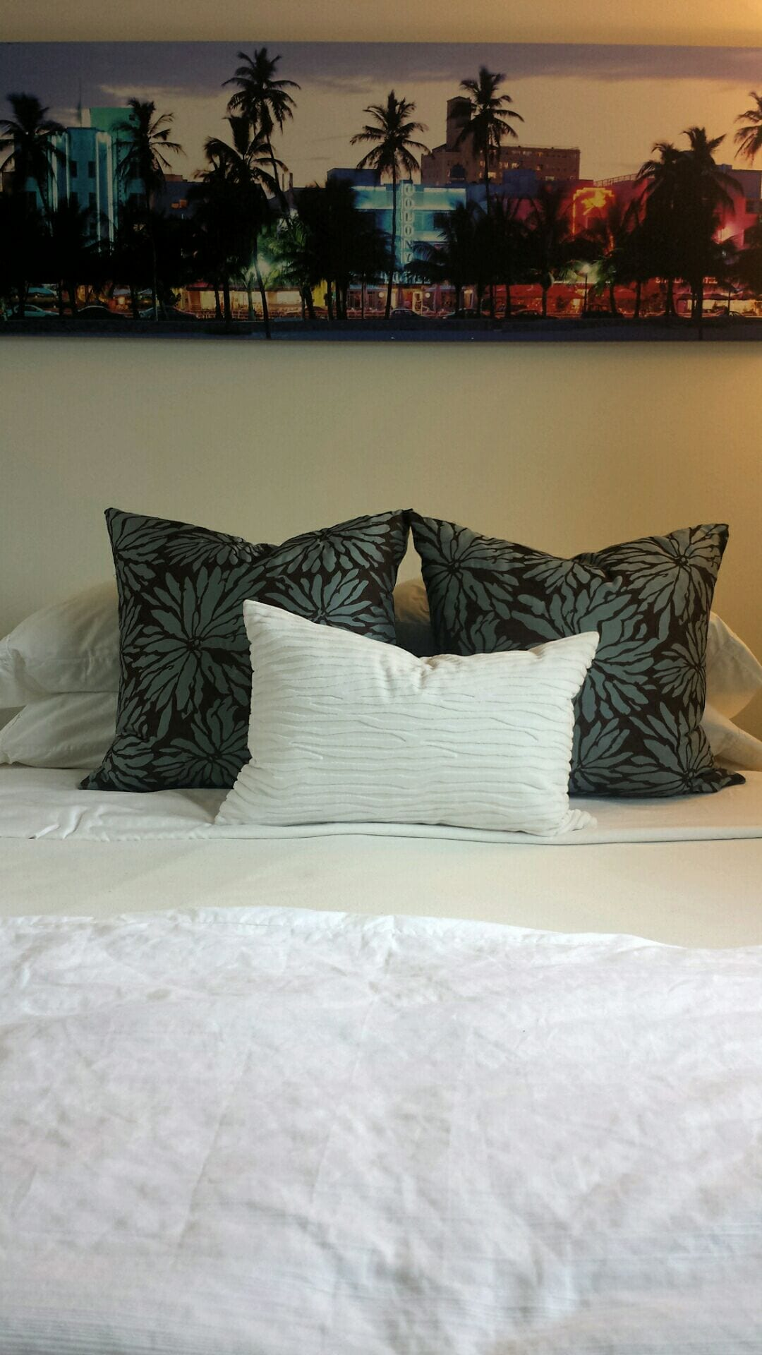 Comfortable plush linens and king size duvet cover